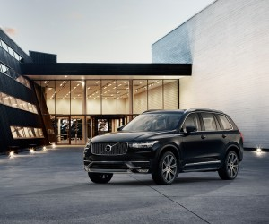 2016-Volvo-XC90-front-three-quarter-021.jpg